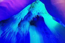 山西忻州市宁武县万年冰洞,海拔2300米。中科院地质研究所洞穴专家考察认定:成于新生代第四纪冰川期,