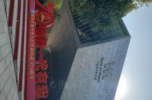 适逢军运会开幕,羽毛球场馆设在武大,晚上去了网红景点光谷世界城步行街,看到了飞机餐厅,做的西餐有点小