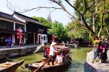 打卡朱家角古镇,典型的江南水乡古镇,街道小巷间水路纵横,不仅有园林古迹等景点,还有众多传统特色小吃和