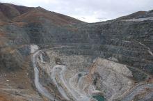 可可托海三号矿坑仡位于新疆阿勒泰富蕴县可可托海镇,既是是一个对国家做出重大贡献的矿坑,它还掉了我国曾