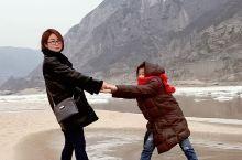 黄河龙门 龙门是黄河的咽喉,位于陕西省韩城市与山西省河津市交界的黄河峡谷出口出。此段黄河,两岸都是高