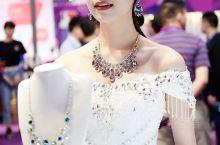 熠熠生辉的梧州宝石节。11月2日至5日,第十六届梧州宝石节系列活动之一的【梧州珠宝展】在梧州三祺城一