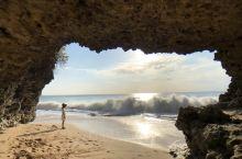 巴厘岛的冷门海滩——在岩石洞穴中拍大片  【景点介绍】Pantai Tegal Wangi海滩,严格