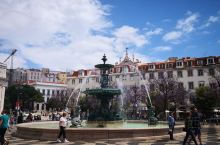 花园城市里斯本(一)葡萄牙首都里斯本,非常漂亮,处处是风景,随手拍张就可作为明信片用。罗西欧广场,始