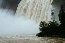 黄果树瀑布是中国和亚洲的第一大瀑布 ,黄果树景区分三个部分,黄果树大瀑布,陡坡塘和天星桥。黄果树大瀑