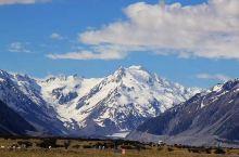纯净的天空和雪山