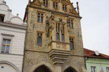 """库特纳霍拉(Kutná Hora), 常被称为""""KH小镇"""",距布拉格约60公里,坐火车1小时即到。公"""