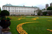 花园建于1606年,著名的音乐电影《音乐之声》的取景地,建筑十分精美,汇聚了罗马雕塑、喷泉、花园、以