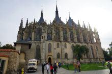 圣芭芭拉教堂 是代表晚期哥德式建筑风格的一颗璀璨明珠,是库特拉霍拉的建筑杰作于公元1380年始建,却