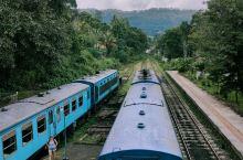 斯斯卧铺小火车,斯里兰卡最著名的就是高山茶园小火车和海边小火车,在斯里兰卡座了几次后对火车的新鲜感逐