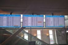 旅途飞行瞬间:机场大屏
