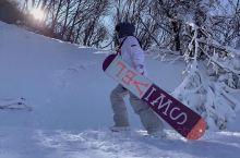 在鳌山顶360°俯视全景, 感受白雪皑皑的壮美风光和迎风而来的白雪气息; 体验极限冲击带来的感官刺激