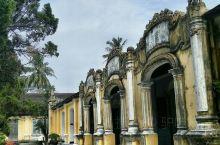 顺化曾先后为越南旧阮、西山阮朝和新阮封建王朝的京城,是越南的三朝古都。 顺化是一座美丽的城市,蜿蜒清