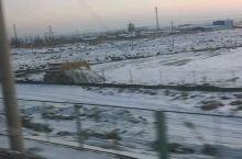 戈壁滩茫茫一片大雪