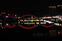 福鼎夜景——收尽一城之美 福鼎是位于闽浙交界处的一座小城市,桐江溪由北向南纵贯全城,在位于城市的河段