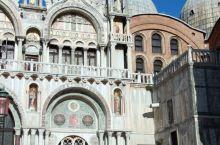 圣马可广场一直是威尼斯的政治、宗教和传统节日的公共活动中心。圣马可广场有公爵府、圣马可大教堂、圣马可