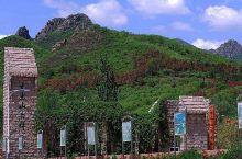 公园位于炳草岗景视山下的攀枝花公园,经过20余年建设,现有英雄纪念碑、游乐项目区、珍稀动物园区等景区