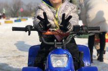 放假了,神兽开始出动了,寒假就是滑雪的最好时节,趁着天公作美,相约去滑雪场,感受一把冬天的美丽冻人,