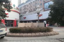 潍坊盛和步行街 盛和步行街这边地理位置优越,位于百货大楼、中百大厦商圈附近,交通便利,有多路公交车直