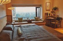 都江堰青城豪生国际酒店  日式榻榻米的房型 装饰挺有质感 窗外群山绿树环绕 是个可以放松身心的好地方