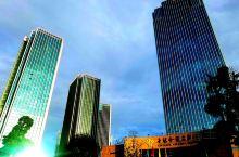 【多彩贵州】世纪金源大饭店(二):俯瞰风景,蒸蒸日上!          住在高层,好看风景;周边工