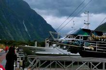 来到峡湾就一定要坐这里的游船了,每天定时起航,自己购票的话$60/人,绝对超值!购票后会收到二张票,