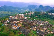 千年瑶寨建于宋代,至今已有千年历史,也是全国乃至全世界规模最大,最古老,最有特色的瑶寨。这里一步一景