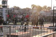 印巴双方的降旗仪式