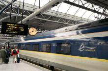 从比利时的布鲁塞尔乘坐欧洲之星前往英国伦敦。