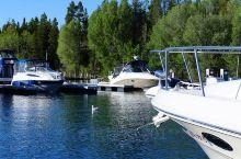大提顿国家公园二 大提顿国家公园内的湖水主要均来自大提顿山脉的溪流及冬季积雪,而园区内最大的天然湖泊