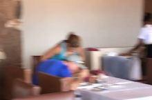 拍到了斑马群-在安博塞利国家公园的酒店餐厅 人与自然到底是有多么的美好与和谐呀 一生中一定要有一次机