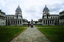 皇家海军学院,因为处在格林威治天文台山脚下的泰晤士河边,也叫格林威治皇家海军学院,是一片占地非常大的