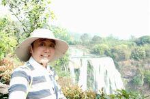 黄果树大瀑布位于贵州省安顺,是黄果树景区三个景点(一票含三景)之一。  从安顺客运站乘车到达黄果树客