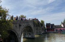 朱家角古镇的建筑之美,极具江南水乡特色,其中放生桥为五孔石桥,却是不多见