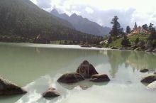 玉隆拉措圣湖——玉隆拉措风景区位于德格县境内的雀儿山下,是甘孜州有名的冰蚀湖,又名新路海。被称为西天