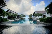 水天一色的酒店,沙滩非常的漂亮,适合美女们拍照