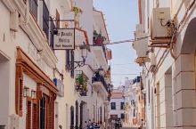 """人称""""欧洲""""阳台的内尔哈小镇  自驾两小时来到西班牙著名的海滨小镇内尔哈,这座小镇的观景平台建在突出"""