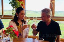 走进酒庄,和庄主聊着酒,品尝着不同白葡萄酒! 这里的环境和酒让我醉了,原来白葡萄酒可以这么好喝!