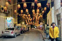 约旦安曼非常有特色的一条街,年轻人的聚集地,有很多咖啡馆等。随意感受了一下彩红街的夜晚,据说这是首都