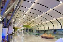 三年前来的时候是旧机场,人来人往 三年后的今天是新机场,人呢都去哪里了?