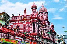 红色清真寺Jami-Ul-AlfarMosque 位于贝塔市场附近,是科伦坡的地标建筑之一。这是一栋