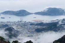 香川县小豆岛上的寒溪霞,日本三大峡谷之一。站在那里俯瞰云雾缭绕的濑户内海仿佛仙境一般。那天下着小雨有