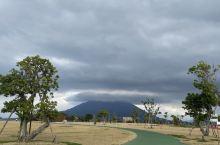 樱岛火山,位于日本九州鹿儿岛县,是鹿儿岛的象征代表,由北岳(海拔1117米)、中岳(海拔1060米)