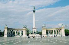 一组老照片,夏日的 布达佩斯·佩斯州  ,从阳光明媚到乌云密布。 那是多年前的初夏,背包从阴雨绵绵的