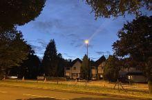 伯明翰大学附近的风景线,夜幕降临,落叶飘飘,很温馨,很安静的地方。