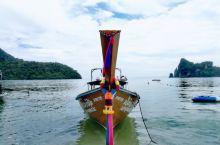 浓密的潮汐把我们包进怀里 开始了新魔术般的漫长旅程 (阿尔瓦罗·穆蒂斯:词) 泰国,皮皮岛