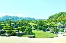 足立美术馆之二。图1-5:馆内主要庭园-枯山水庭。枯山水即是庭园中以石寓意为险山,白砂作溪汇河。另外