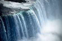 加美边境线上的尼亚加拉大瀑布