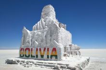 海拔3600米,安第斯山脉旁,这里是世界上 乌尤尼盐湖Salar de Uyuni面积超过1万平方公