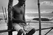 斯里兰卡有许多特色,高跷钓鱼是最让人惊艳的。